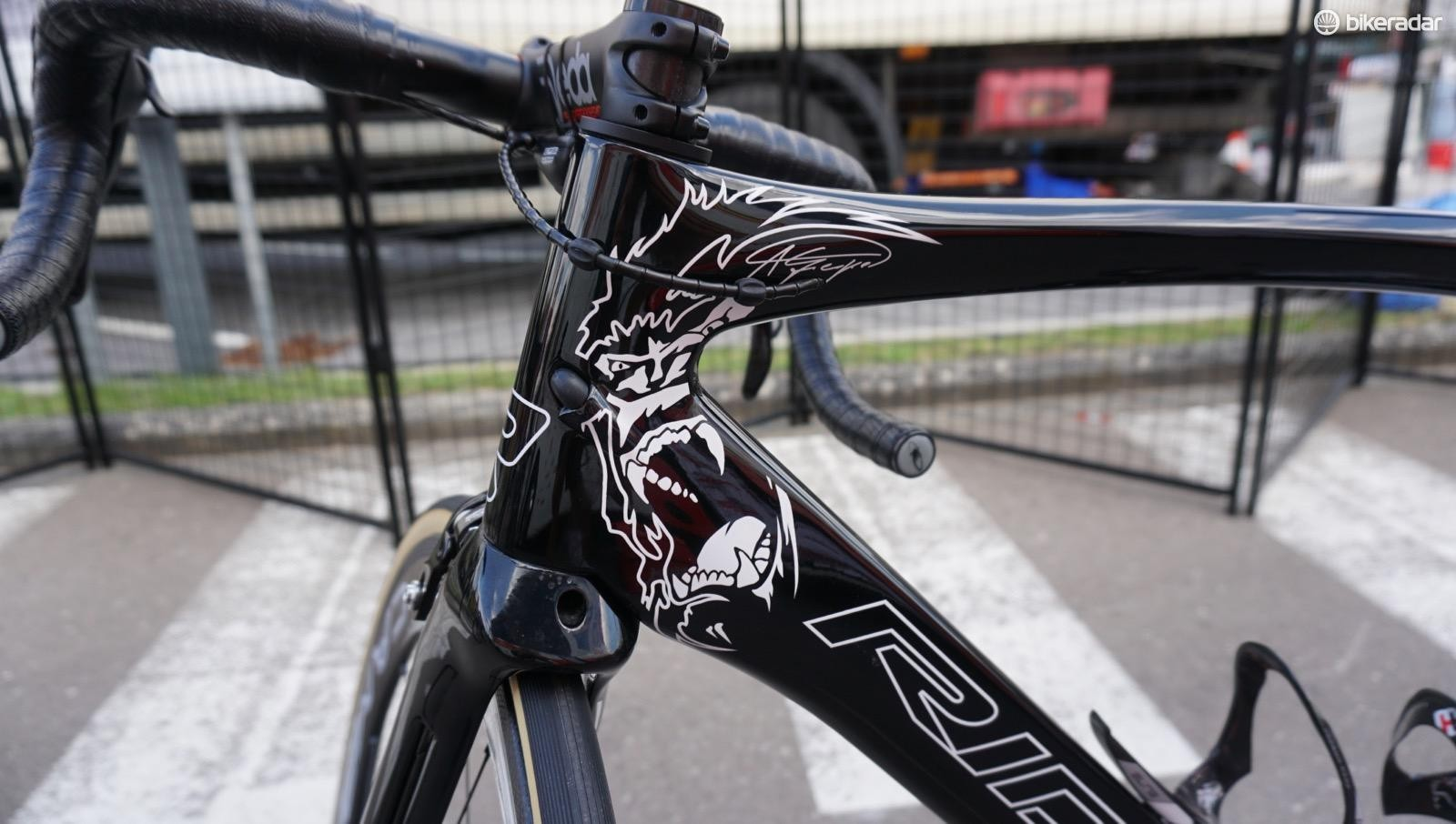 Since Marcus Burghardt recently took over the German national title, Andre Greipel is back onto a plain black Ridley Noah SL for the 2017 Tour de France