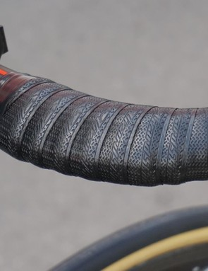 Lizard Skin bar tape comes in three thicknesses (1.8, 2.5 and 3.2mm), with most Tour pros opting for the middle thickness
