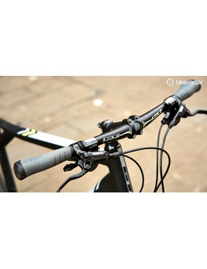 The Grade Expert comes with narrow flat bars