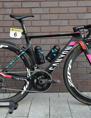 Barbara Guarischi's Canyon Aeroad CF SLX, resplendent in its Canyon//SRAM colours