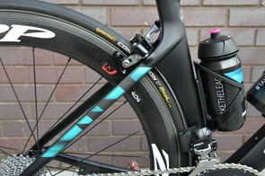 Guarischi's bike is fitted with stock Zipp 404 Firecrest carbon clinchers wrapped in Continental rubber