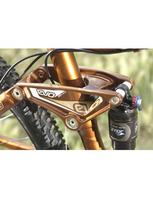 The rocker link of the Fuel EX 8 shows off the colour