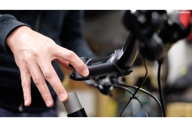 If it is difficult to remove the stem, loosen the clamp bolts further