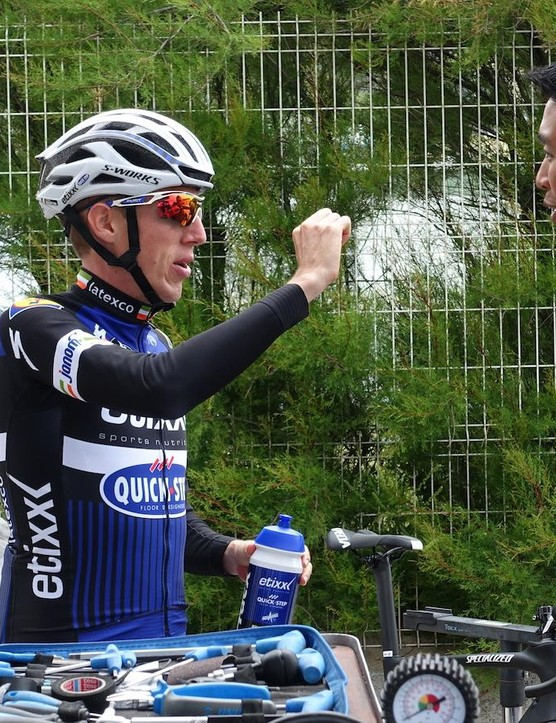 Irishman Dan Martin speaks with Specialized's Chris Yu about the new helmet, mentioning that the new Prevail is a slightly deeper helmet that comes a bit lower on the brow