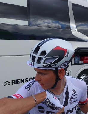 Giant brought its new Pursuit helmet to the Tour. Here Giant-Alpecin's Frenchman Warren Barguil helpfully gives us a profile shot of the new aero road helmet