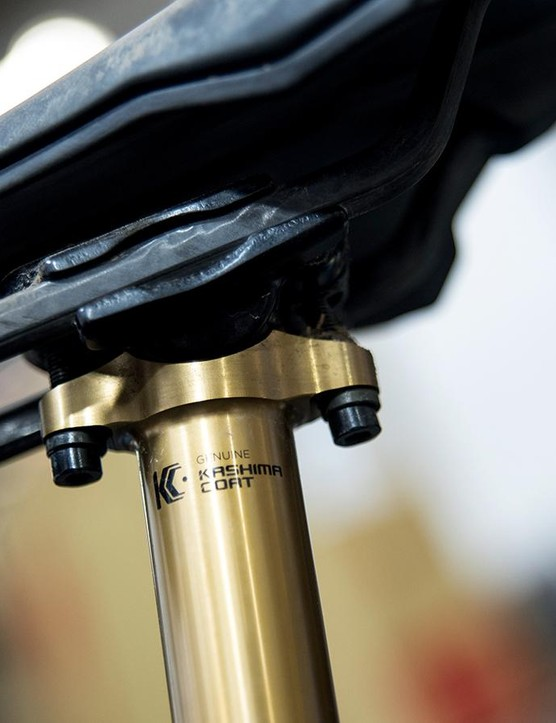A twin-bolt seatpost