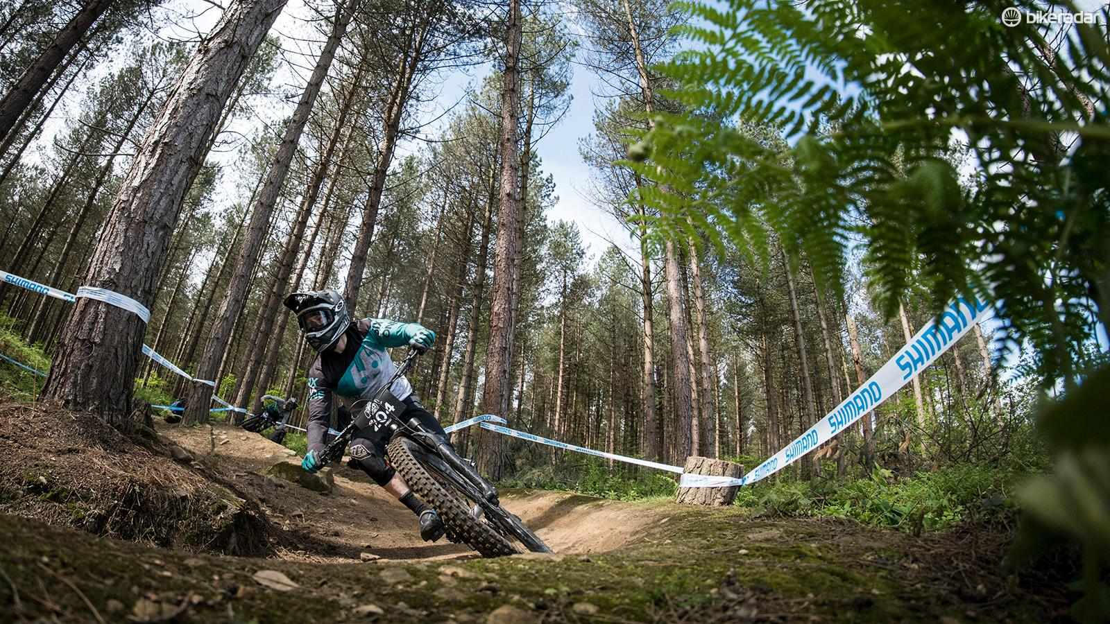 Understanding suspension and tyre pressure are essential for downhill racing