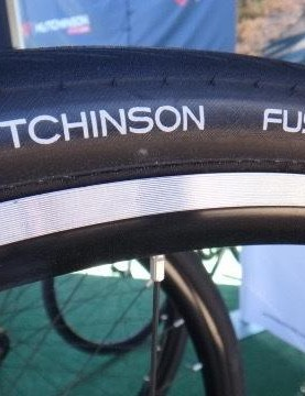 Hutchinson released three new road tires at Sea Otter. Among them is the Fusion 5 All Season. The line also includes the Fusion 5 Performance and Fusion 5 Galactik. The entire collection uses a new tire compound of varying thickness determined by model that lowers rolling resistance compared to the Fusion 3 line.