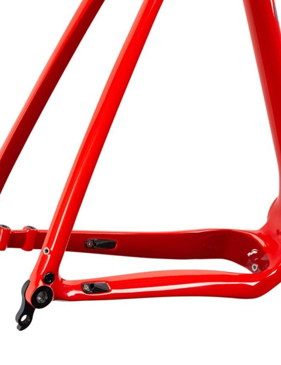 The Hakka MX has asymmetrical chainstays to keep the rear end short and improve chainring clearance