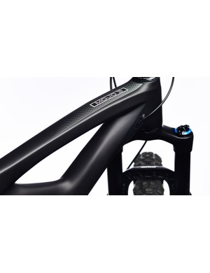 Convertible internal cable routing offers plenrt of options, including a stealth dropper seatpost and front derailleur