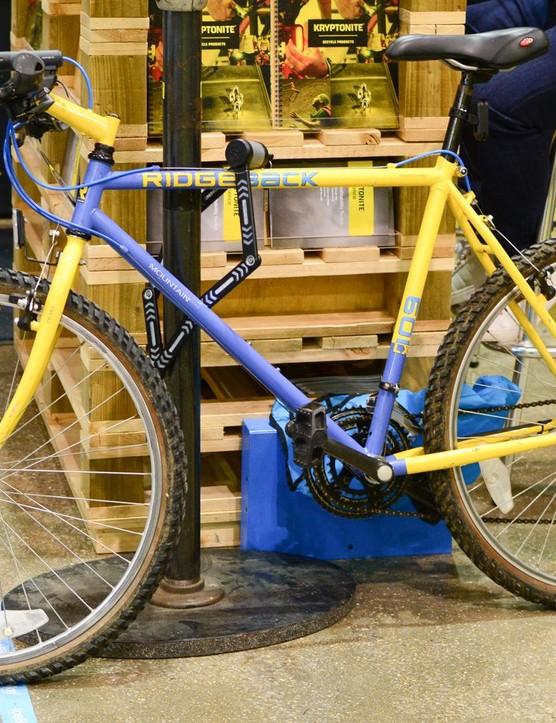 This flat bar gravel bike looked interesting. Oh wait, it's a nineties Ridgeback mountain bike, our mistake