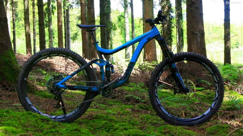 5fb79681b0c The Reign is Giant's longer travel trail / enduro bike