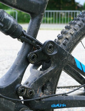The dual links of the DW suspension give a very neutral feel
