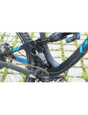 A down tube protector comes as standard, as does 2x and Di2 compatibility