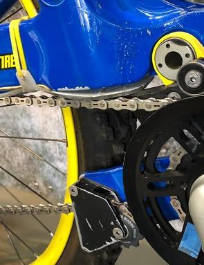 A 'jackshaft' drive system allowed space for the dual-link suspension design
