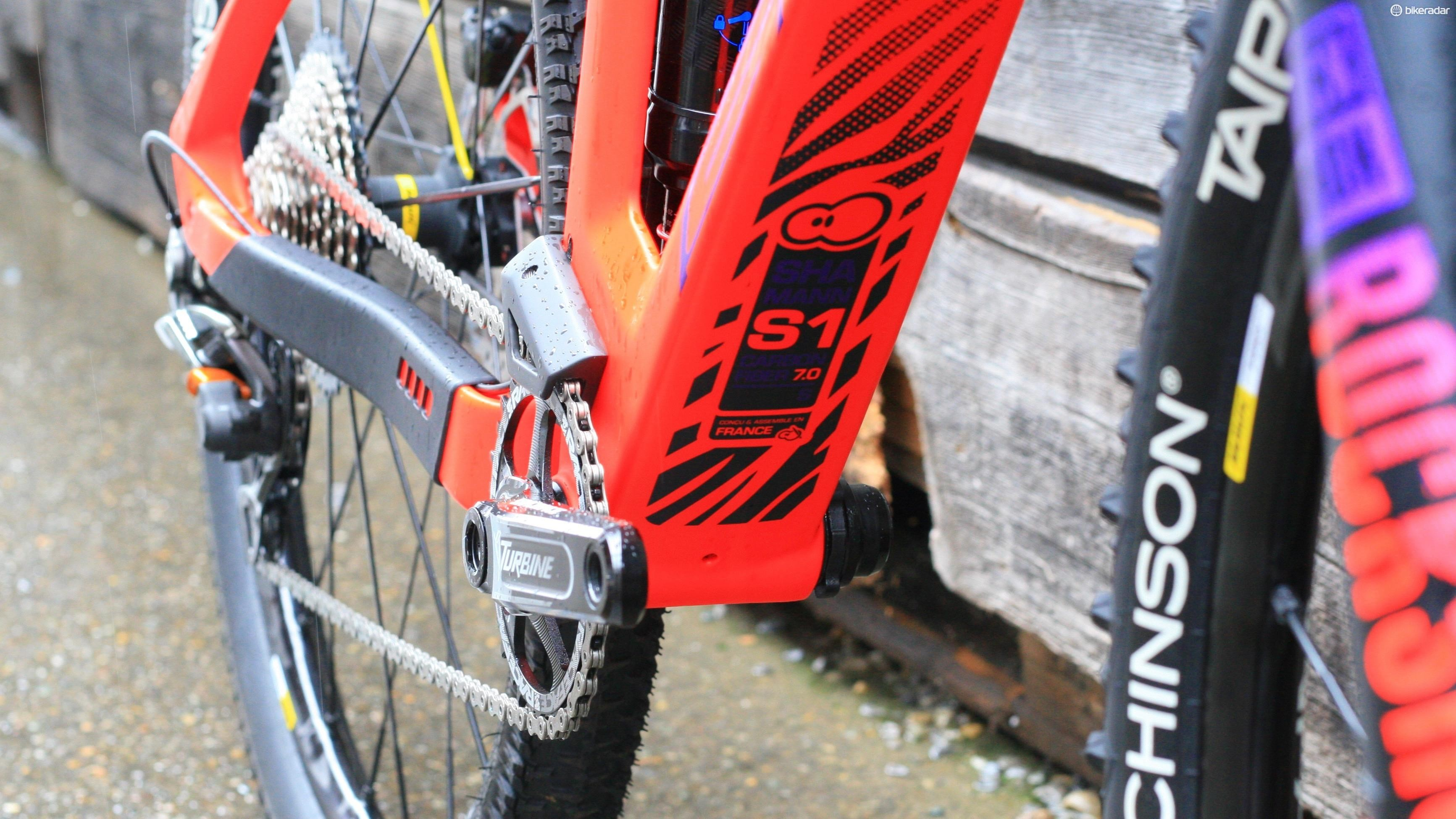 A beefy down tube should add plenty of frame stiffness. There's also Sunn's own chainguide
