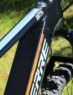 The special Snake Power Tech battery slithers in and out of the relatively small hole in the down tube