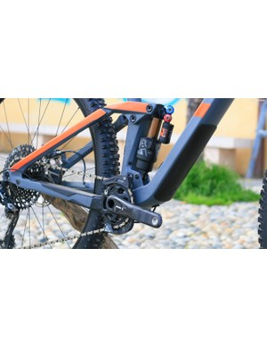 A classic four-bar suspension design is used, with an updated, more aggressive kinematic