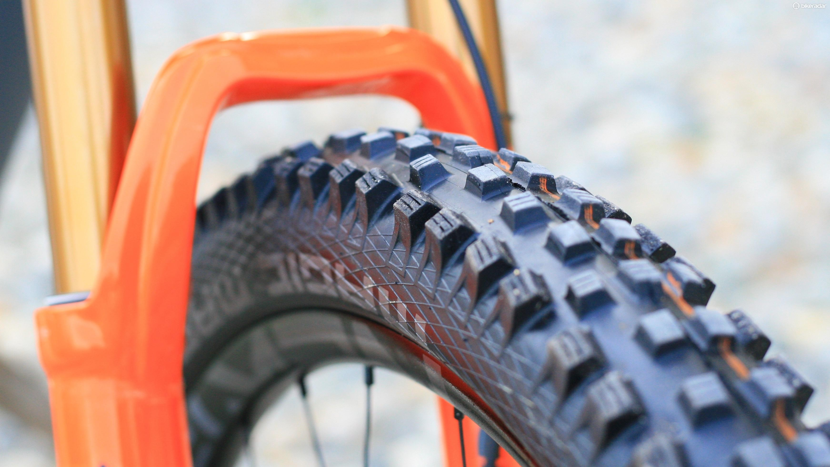 Soft compound Magic Marys up front are a sensible choice