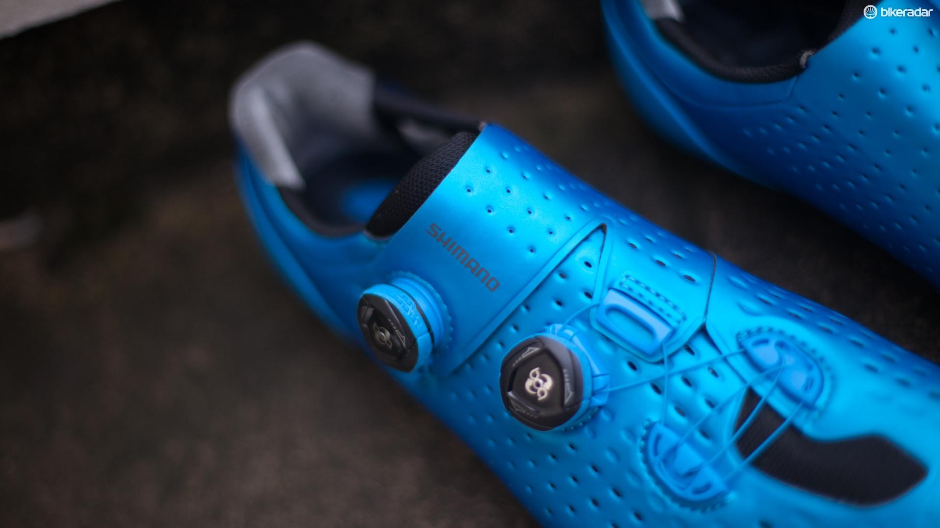 Foot fitting comfort thanks to the (custom coloured) BOA dials