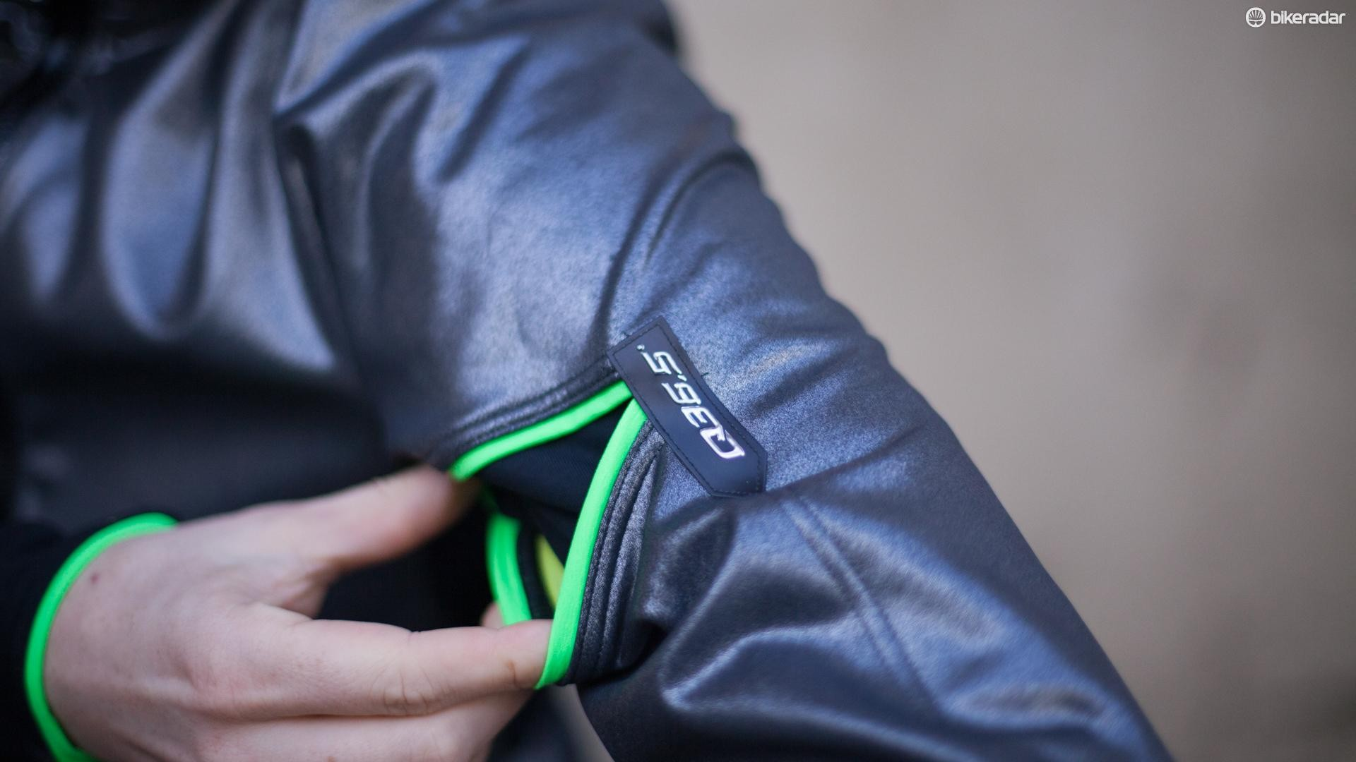 There's a useful pocket on the upper left arm which can store a few energy gels