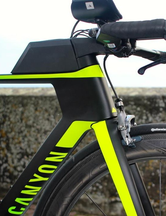 Those Profile Design bars sit on an all-new H30 carbon base bar and V21 stem combination