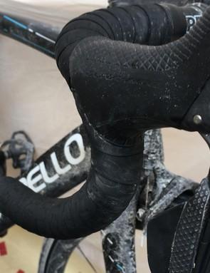 The slick Shimano Dura-Ace Di2 9150 levers