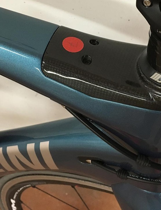An integrated headset cover improves air flow and raises the head tube length by 15mm