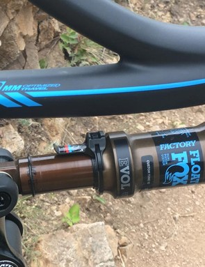 A Fox Float Factory DPS shock damps the 115mm of dw-link travel