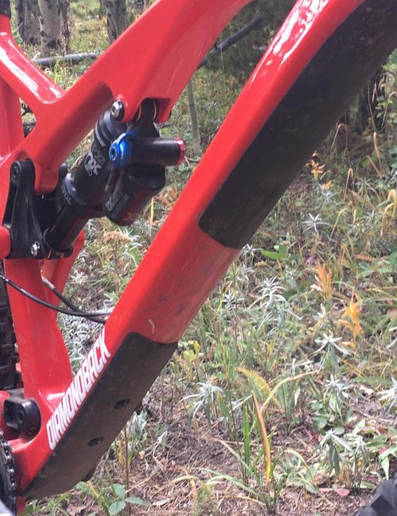 The Release 5c is ready for pick-up truck shuttles with an upper down tube rubber protector
