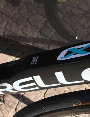 A Di2 junction port sits on the down tube of the frame