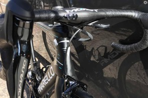 Shrink-wrapped cables keep the front end of Chris Froome's bike tidy