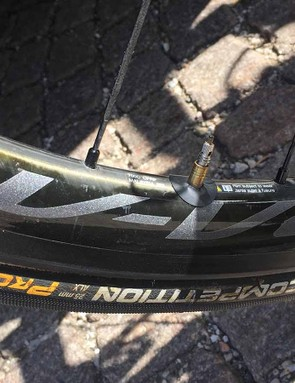 Froome varies rim depth of the Shimano Dura-Ace R9100 wheels depending on race scenarios but will nearly always race with 25mm Continental Competition ALX tyres
