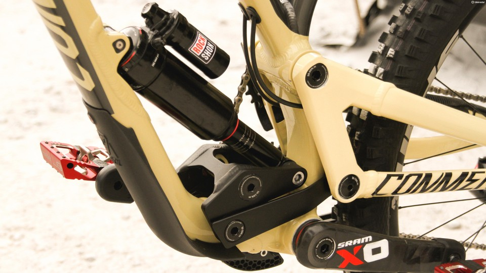 806af5c486f The linkage on the Commencal looks complex, but gives a high pivot  placement without interference