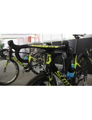 Scott's new Syncros one-piece handlebar and stem were spotted on Simon Gerrans's bike