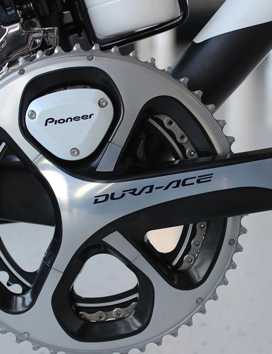 The 9000 Dura-Ace crank doesn't quite match the newer 9170's darker aesthetic, but compatability is not an issue