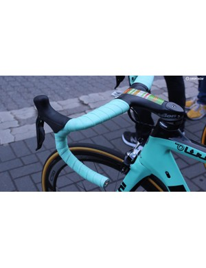 Vision Metron 5D integrated handlebar/stem for a Lotto-JumboNL rider may be uncomfortable after twenty-three cobbled sections