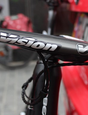 The low profile Vision Metron integrated handlebar and stem are designed to provide stiffness and aerodynamic performance