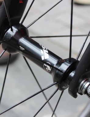 A closer look at the front hub and fork dropouts