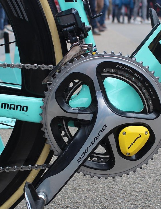 The Shimano Dura-Ace 9000 series crankset is paired with a dual-side Pioneer power meter