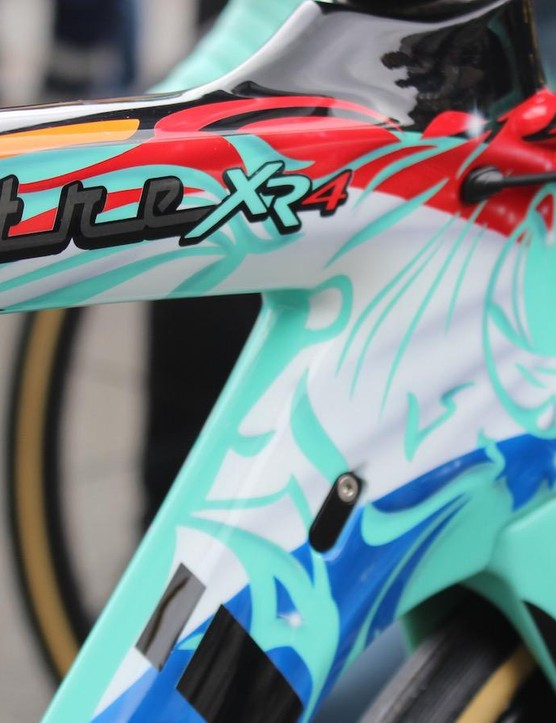 Dylan Groenewegen is the Dutch National Champion and the custom painted frame features the nation's flag, colours and a lion to represent the Dutch Republic