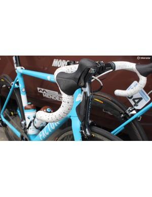 Fizik provide the handlebar tape for AG2R La Mondiale