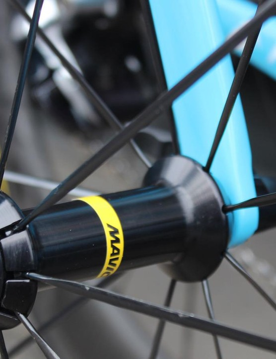 A closer look at the front hub of the new Mavic Comete Pro Carbon SL wheels