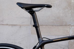 The seat topper allows you to adjust the saddle height and adds compliance