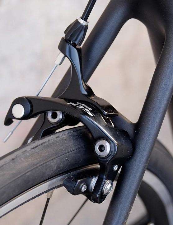 Shimano 105 rim brakes provide stopping power