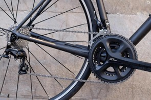 The gearing is more towards the racy end of the scale, with an 11-28t cassette and compact crankset
