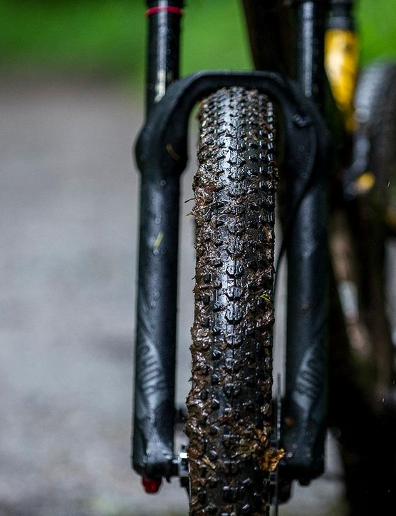In the dry, we really got on well with the low profile 2.8in Maxxis Ikon+ tyres – but as soon as the trails got wet, they really struggled for traction