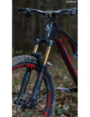 A Factory series Fox 34 fork sits up front