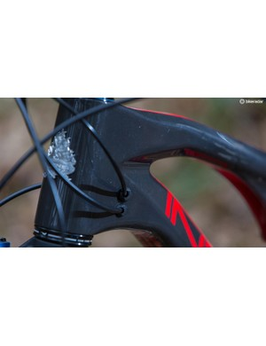 A slackish 67-degree head angle pairs with a steep 72.5-degree seat angle to deliver performance on the ups as well as the downs