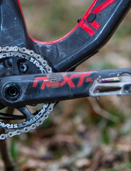 Our Spider Carbon 275 SL bike gets plenty of lightweight carbon bling like Race Face's Next cranks